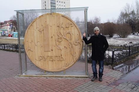"""EducaSpain junto al famoso """"rublo"""" en Tomsk"""